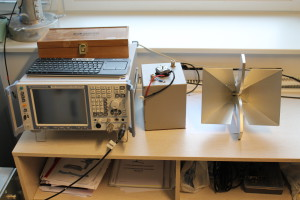 Spectrum analyser and 18 GHz test antenna.